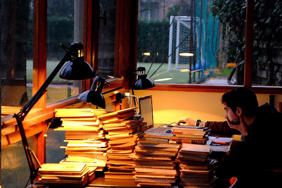Studio nella biblioteca del Gregorianum